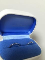 【銀座ダイヤモンドシライシの口コミ】 毎日つけるものなので、付け易さを重視しました。真っ直ぐなものよりは、…