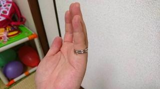 【VERITE(ベリテ)の口コミ】 シンプルなデザインながら、従来の結婚指輪とは違うものを探していたら見付…