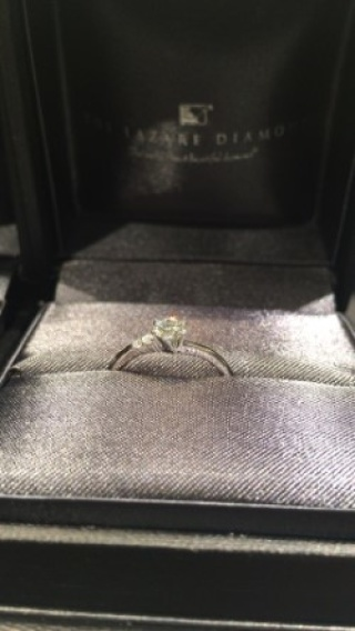 【ラザール ダイヤモンド(LAZARE DIAMOND)の口コミ】 とにかくきれいです。結婚指輪とセットでつけられるものを探していたので…