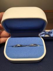 【銀座ダイヤモンドシライシの口コミ】 当初は別のお店で指輪の購入を検討していたのですが、来店特典のギフトカー…