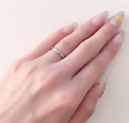 【アイプリモ(I-PRIMO)の口コミ】 以前から婚約指輪と2連でつけるのが夢で、婚約指輪を同じお店で購入してお…