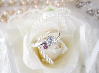 【ジュエリームナカタ(Jewelry MUNAKATA)の口コミ】 婚約指輪として彼がオーダーしてくれました。 二人の誕生石が入ったものな…
