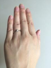 【MAHARAJA DIAMOND(マハラジャダイヤモンド)の口コミ】 ミル打ちで細い華奢なプラチナリングに、カットのきれいなダイヤがシンプ…