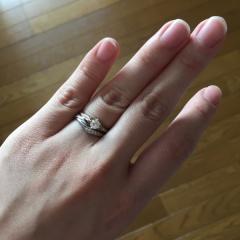 【LAPAGE(ラパージュ)の口コミ】 婚約指輪は、立て爪の指輪のイメージがありましたが 実際に見るとシンプル…