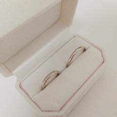 【Honey Bride(ハニーブライド)の口コミ】 とにかく色みが大変気に入りました。主人は色黒でどの指輪をしてもやたら…