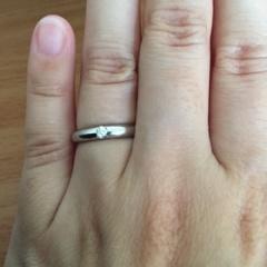 【ラザール ダイヤモンド(LAZARE DIAMOND)の口コミ】 シンプルなタイプの指輪、そこにラザール自慢の小粒のダイヤモンドが埋め込…