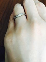 【銀座ダイヤモンドシライシの口コミ】 指がキレイに見え、年齢を重ねてもしっくりくるデザインで探しました。何社…
