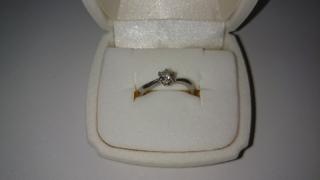 【4℃(ヨンドシー)の口コミ】 シンプルな婚約指輪がいいと彼に伝えて、一緒にネットで指輪を検索したりし…