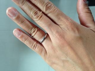 【ヴァン クリーフ&アーペル(Van Cleef & Arpels)の口コミ】 結婚指輪は毎日はめるものなので、指馴染みがいいものを探していました。 …