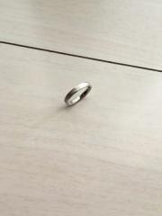 【THE KISS(ザ・キッス)の口コミ】 指輪の外側の装飾が細かくてしっかりとしたデザインです。 私は指が太く指…