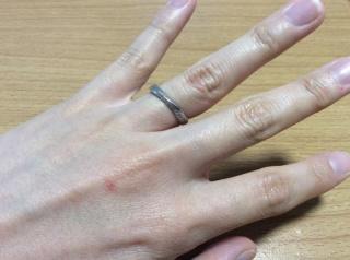 【ミルフローラ(Milluflora)の口コミ】 二人ともいくつか見た中で、ピンと来た指輪が同じだったので、そのままそ…