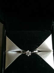 【エクセルコダイヤモンド(EXELCO DIAMOND)の口コミ】 他店も検討していましたが、他店とは違うダイヤモンドへの拘りを聞きここで…
