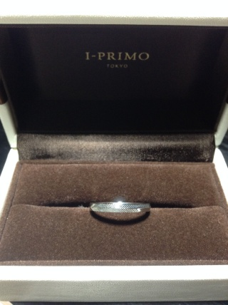 【アイプリモ(I-PRIMO)の口コミ】 ほんの少しだけデザインが施されていて、ただシルバーの結婚指輪ではなかっ…