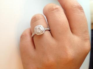 【ティファニー(Tiffany & Co.)の口コミ】 もともと、ティファニーでの購入は決めていたので一粒ダイヤよりも、リング…