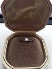 【和光の口コミ】 オーソドックスな立て爪のダイヤモンド一粒のデザインに惹かれました。他…