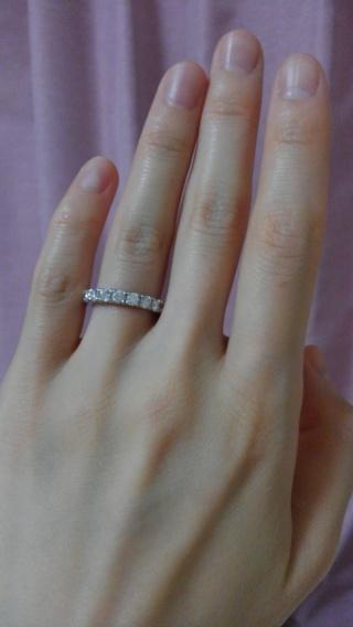 【ROYAL ASSCHER(ロイヤル・アッシャー)の口コミ】 ケースの中で他の指輪よりも光輝いていてこれに決めました。実は若い頃から…
