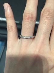 【エクセルコダイヤモンド(EXELCO DIAMOND)の口コミ】 どこの指輪よりもダイヤの輝きが抜群に綺麗で、どの角度から見ても眩く光り…
