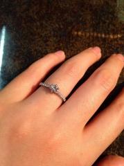 【銀座ダイヤモンドシライシの口コミ】 ダイヤモンドの質が素晴らしく、正統派な印象を受け、こちらに決めました。…
