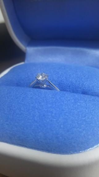 【銀座ダイヤモンドシライシの口コミ】 どうしても、指輪というものは「ブランド費」が付き物ですので、ダイアモン…