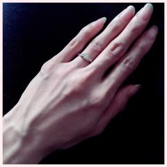 【宝寿堂(ほうじゅどう)の口コミ】 指が細くあまり大きなダイヤは似合わないと思っており当初は0.2〜0.3…