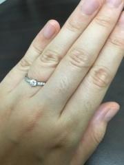 【エクセルコダイヤモンド(EXELCO DIAMOND)の口コミ】 波打つようなデザインとリング部分にちりばめられたダイヤの豪華な雰囲気で…