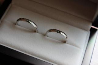 【JewelMIKI(ジュエルミキ)の口コミ】 いろいろと店頭にあった指輪をつけてみましたが、私は細めの指輪が良かっ…