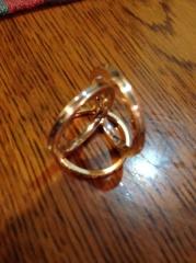 【MAHARAJA DIAMOND(マハラジャダイヤモンド)の口コミ】 エンゲージリングと重ねてつけられるデザインであったことと、男女でデザ…