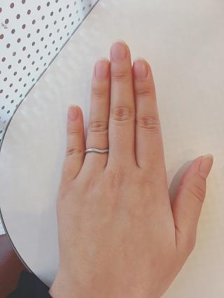 【ティファニー(Tiffany & Co.)の口コミ】 こちらの指輪は、丸っこいデザインで、しっくりと手に馴染みます。 また、…