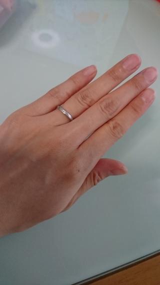 【festaria bijou SOPHIA(フェスタリア ビジュソフィア)の口コミ】 艶消しタイプでシンプル、指の細い私と太い主人二人に合うデザインのもの…