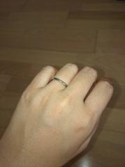 【4℃(ヨンドシー)の口コミ】 結婚指輪は、これから毎日何十年もつけていくものなので、派手なものでな…