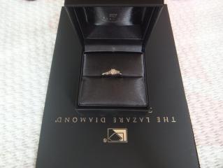 【ラザール ダイヤモンド(LAZARE DIAMOND)の口コミ】 ダイアモンドのカットとデザインを重視して決めました。  カットがエクセ…