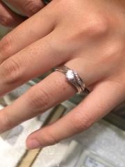 【A・D・A(エー・ディー・エー)の口コミ】 セットリング・・・一粒のダイヤモンドにまっすぐのリング、いわゆる王道の…