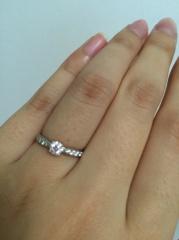 【ティファニー(Tiffany & Co.)の口コミ】 この指輪は同じように見えてもだいぶ値段に差がありました。 センターダイ…