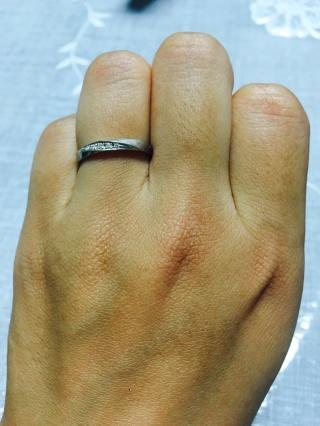 【アイプリモ(I-PRIMO)の口コミ】 彼が自分の指輪のデザインで決定しました。 男性用の指輪はどのブランドの…