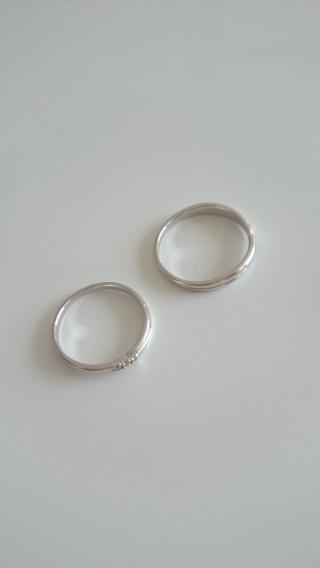 【スタージュエリー(STAR JEWELRY)の口コミ】 仕事柄お互い指輪ははずして仕事をするので、はずしやすいように細いタイ…