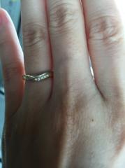 【ケイウノ ブライダル(K.UNO BRIDAL)の口コミ】 一番指にフィットしたデザインでした。ダイヤモンドを付けたくて、でも日…
