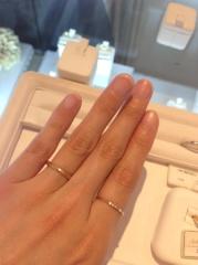 【アーヴェルシュシュ(arbel shushu)の口コミ】 さりげなくデザイン性があり、男性も付けやすい指輪だと思います。 ピンク…