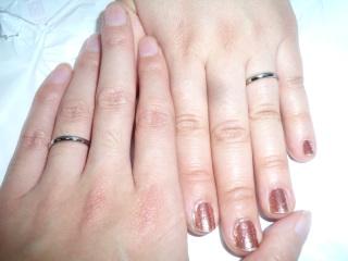 【SCARABE(スカラベ)の口コミ】 「人とはちょっと違う指輪をしたい」という主人の希望で、まず材質をプラ…