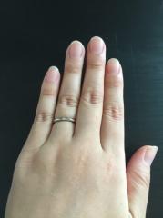 【TRECENTI(トレセンテ)の口コミ】 婚約指輪と重ね付けしたかったので、合うものを前提に選びました。太めの…