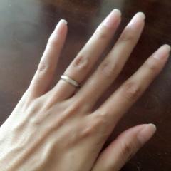 【SUEHIRO(スエヒロ)の口コミ】 婚約指輪がピンクゴールドで可愛らしいデザインなので、まずそれと合わせ…