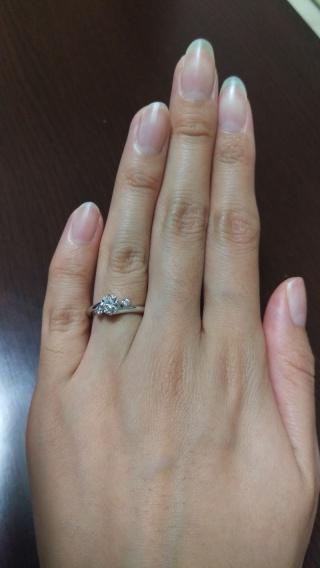 【ガラOKACHIMACHIの口コミ】 何店舗か見て試着させてもらいましたが、S字のカーブが指を細く、きれいに…