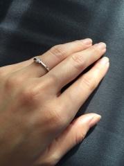 【4℃(ヨンドシー)の口コミ】 彼が選んでくれたので彼の意見ですが、デザインが可愛く、結婚指輪をするま…