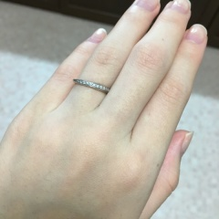 【AFFLUX(アフラックス)の口コミ】 ウェーブの指輪を探していました。私は手が小さく指も細いので、平均的な結…