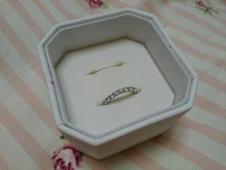 【4℃(ヨンドシー)の口コミ】 結婚指輪はハーフエタニティと決めていたので、いろんなブランドを見てま…
