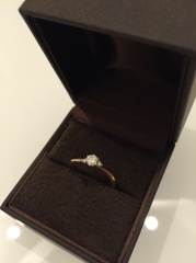 【CHER LUV(シェールラブ)の口コミ】 ゆくゆくは結婚指輪と重ね付けが出来るデザインのものを探していました。…