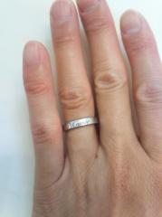 【カルティエ(Cartier)の口コミ】 とてもシンプルなデザインなことが決め手です。一生つける指輪なので飽き…