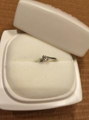 【俄(にわか)の口コミ】 婚約指輪を決める際は雑誌を見たり、指輪のカタログを見比べたりしてイメー…