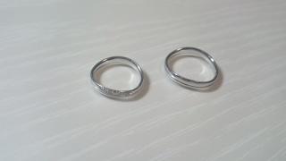 【フラー・ジャコー(FURRER-JACOT)の口コミ】 ①装着した時の異物感の少なさ。特に、普段指輪をしない主人が「指を握った…