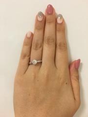 【銀座ダイヤモンドシライシの口コミ】 初めは、両サイドにメレダイヤが付いているデザインを希望していたのですが…