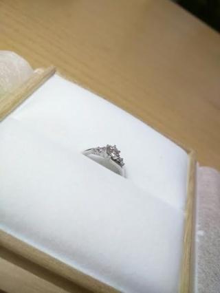 【宝寿堂(ほうじゅどう)の口コミ】 ダイヤの石から、二人で選びました。 実際に店頭で二人で見せていただき、…
